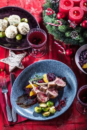 Roasted lamb or venison ribs on christmas table fetive dekoration food. Banque d'images - 113661052