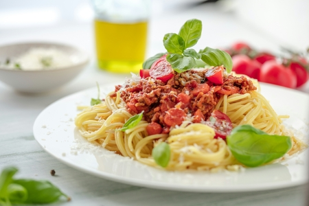 Fresh and delicious spagetti bolognese on wooden table Stockfoto