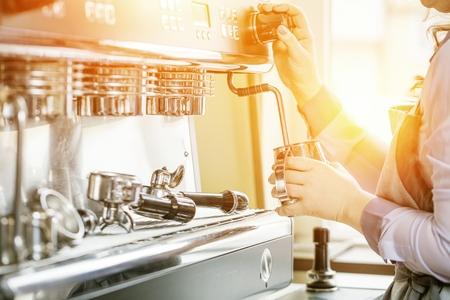 Women Barista using coffee machine for making coffee in the cafe Zdjęcie Seryjne