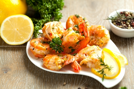 Skewers Barbeque grilled prawns with spicy ingredients. Stockfoto