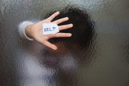 abuso: La violencia dom�stica y familiar. Ni�a pedir ayuda.