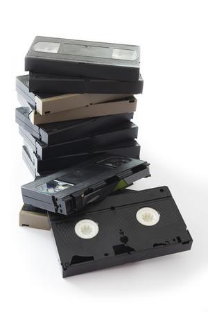 videocassette: Pila de viejos VHS video casetes Aislado en un fondo blanco. Foto de archivo