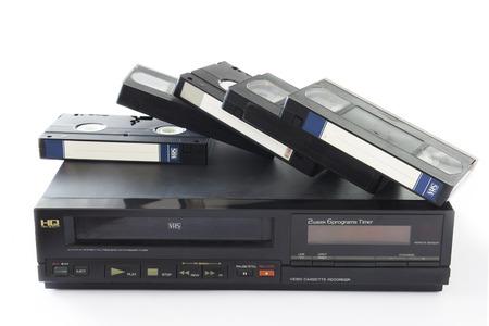 videocassette: Viejo VHS videocasetes en Video Recorder viejo aislado en el fondo blanco.
