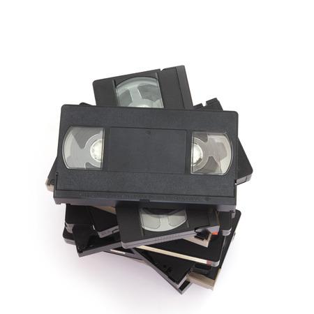 videocassette: Pila de vídeo viejo Casetes Aislado en un fondo blanco. Foto de archivo