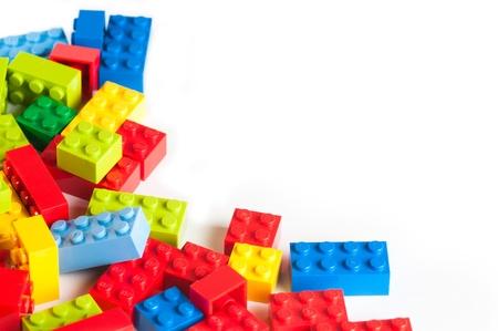 Een frame van Lego blokken. De Lego speelgoed werden oorspronkelijk ontworpen in de jaren 1940 in Denemarken en hebben bereikt een internationale uitstraling. Redactioneel