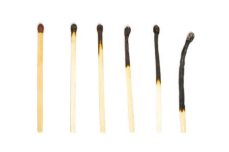cerillos: Un partido sin usar y varios fósforos quemados.