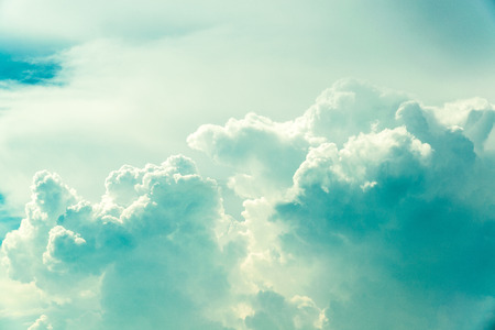 ciel vintage d'été avec rétro couleurs