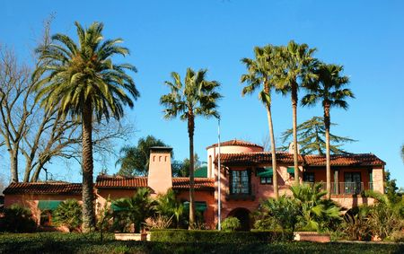 beverly hills: Mansion in California with palm trees