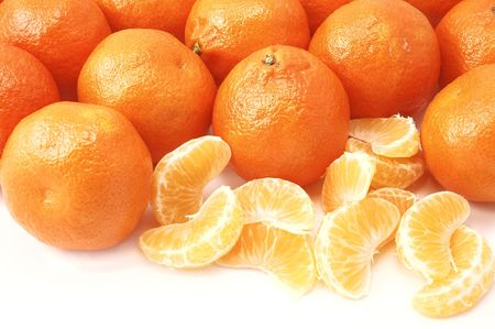 Whole and peeled clementines on a white background Imagens