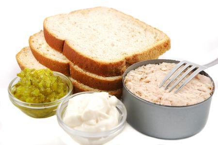 tuna mayo: Ingredients for making a tuna fish sandwich: bread, tuna, relish, mayonnaise
