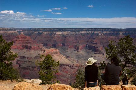 観光はサウスリム、アリゾナ州のグランドキャニオンを表示します。 写真素材