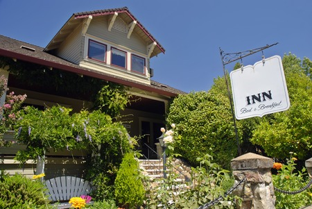 inn: Exterior and sign of a quaint bed and breakfast inn Stock Photo