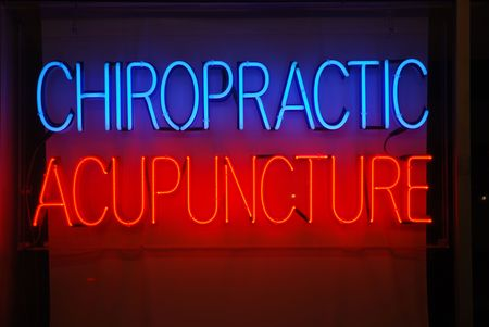 Neon sign advertising chiropractic and acupuncture services Imagens - 2626654