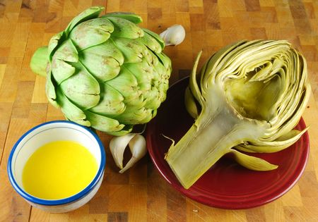 Fresh and steamed artichokes with melted butter and garlic