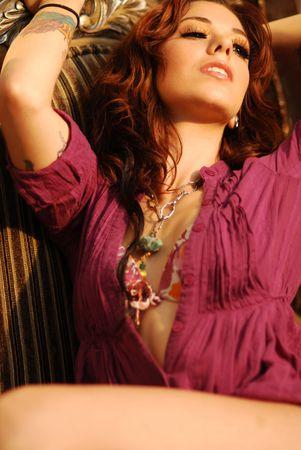 ランジェリーのセクシーな若い入れ墨女性 写真素材 - 4832730