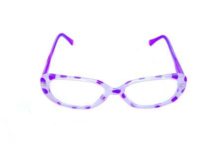 polka dotted: P�rpura gafas de lectura salpicada de lunares aislados en el fondo blanco