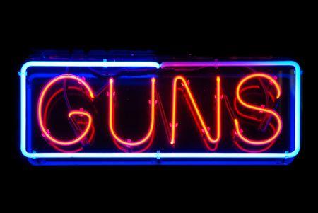銃のネオンサインで分離された黒の背景