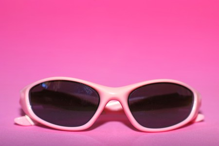 Paar van roze vrouwen sport zonne bril op een roze achtergrond