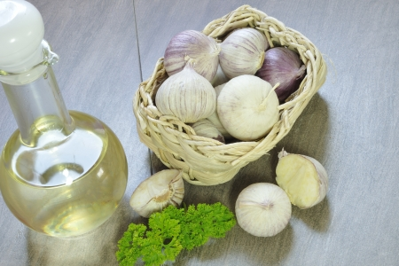 bast basket: Garlic in a bast basket