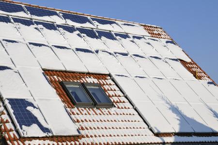 Solar modules with snow in winter Standard-Bild