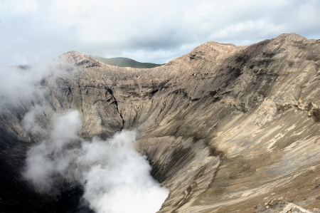 tremor: Crater of Volcano