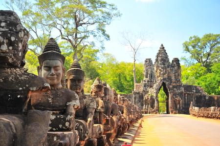 Stenen poort van Angkor Thom in Cambodja Stockfoto