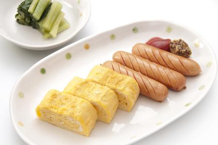 huevos fritos: Huevos fritos y salchichas