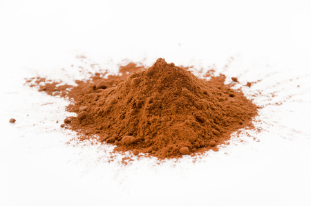 Cocoa powder isolated on white background Banque d'images