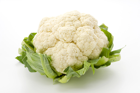 Fresh cauliflower isolated on white background 스톡 콘텐츠