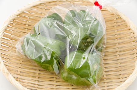 bell pepper in plastic bag on bamboo sieve Banque d'images