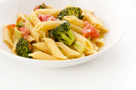 Pasta penne with broccoli on White background. Healthy vegetarian food. 免版税图像