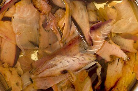 Katsuobushi, getrocknete Bonitoflocken, japanisches Essen, machen japanische Suppenbrühe