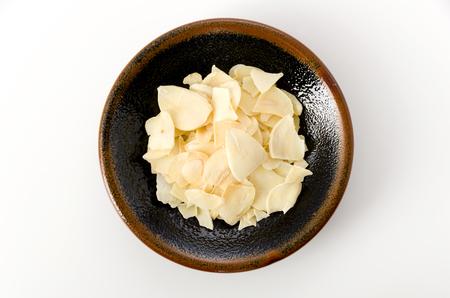 dried garlic chips