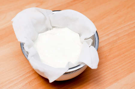 handmade Greek yogurt,Drain water (whey) from yogurt to make Greek yogurt. 스톡 콘텐츠