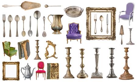 Set di splendidi vecchi oggetti vintage. Vecchi libri, poltrone vintage, vassoio, brocca, cornice isolata su sfondo bianco. Archivio Fotografico