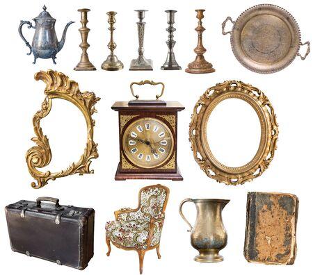 Set di bellissimi oggetti antichi, cornici, mobili, argenteria. retrò. Vintage ?. Isolato su sfondo bianco.