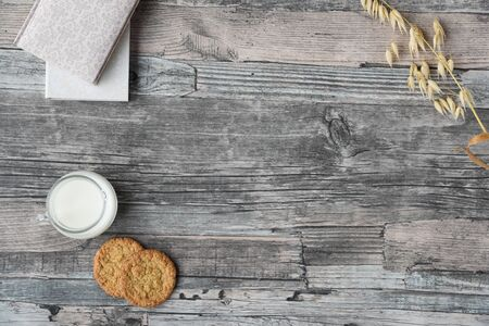 wooden table background, milk, cookies, oats, notebooks. Copy space Stockfoto
