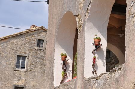 Smallest City in the world Hum Istra Istria Arcade Flower Decoration 스톡 콘텐츠