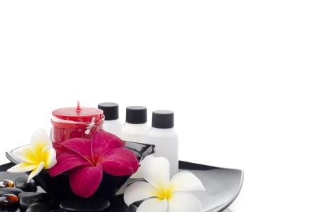 De Frangipani bloemen met lotion flessen voor spa-behandeling Stockfoto