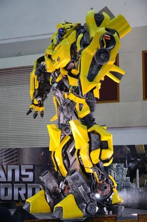 Kuala Lumpur, Maleisië - DEC 12: Replica van Bumblebee uit Transformers werden op Kuala Lumpur International Motor Show (KLIMS) op 12 December, 2010 in Kuala Lumpur Maleisië. Redactioneel