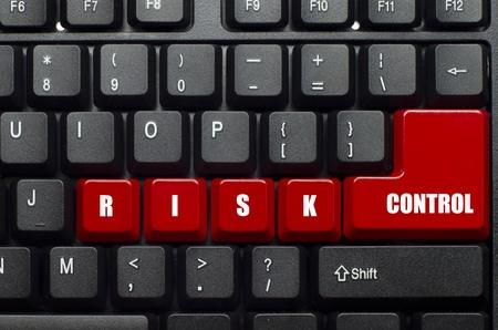 risicobeheersings-woord op rood en zwart toetsenbord-knop