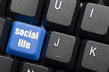 vie sociale: mots de la vie sociale sur le bouton du clavier bleu et noir Banque d'images