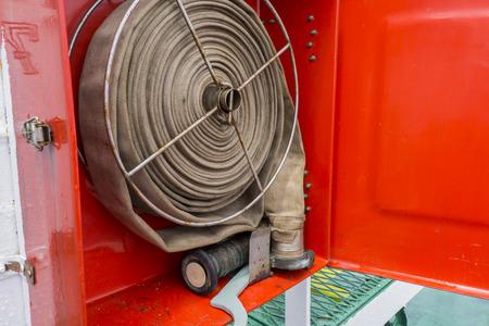 rape: Equipo contra incendios en el cuadro rojo. Foto de archivo