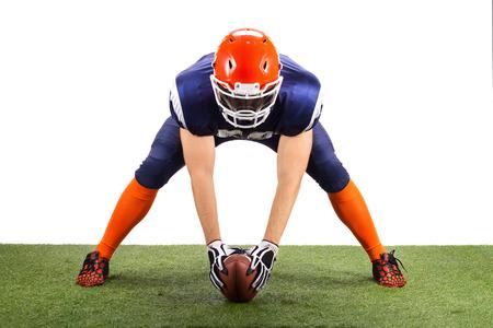 jugadores de futbol: Jugador de fútbol americano con un balón
