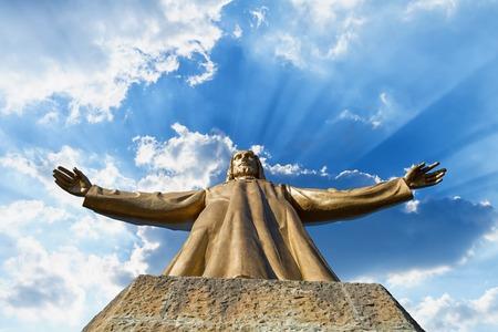 sacre coeur: Expiatory Eglise du Sacr�-C?ur de J�sus sur sommet du mont Tibidabo � Barcelone, Catalogne, Espagne. Banque d'images