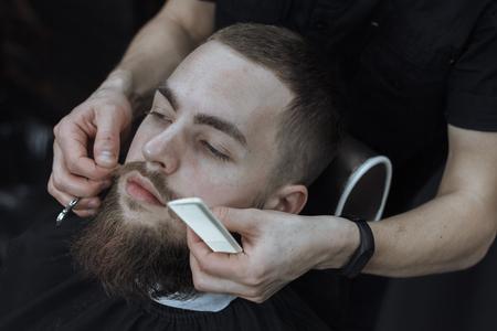 Bärtiger Mann in Barbershop