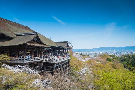 templo: Kyoto, Jap�n en Kiyomizu-dera en la primavera
