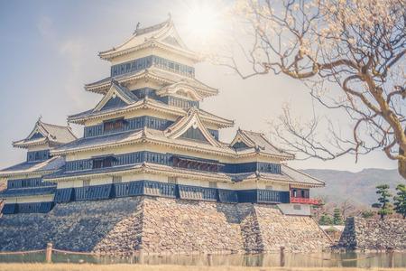 마츠모토 성은 일본의 원래 성 중에서 가장 완벽하고 아름다운 도시 중 하나입니다.