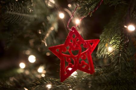 close-up Weihnachtsschmuck auf dem Weihnachtsbaum