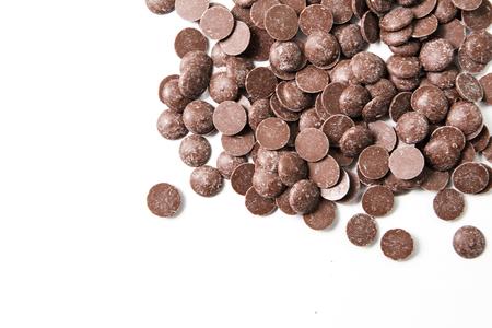 trozos de chocolate con leche preformas caramelos en la luz del día